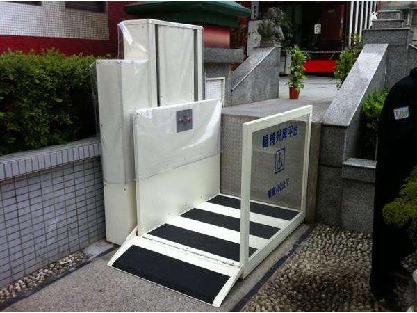 残疾人液压升降机结构紧凑,操作简单,保养方便轮椅斜挂平台更完美的图片